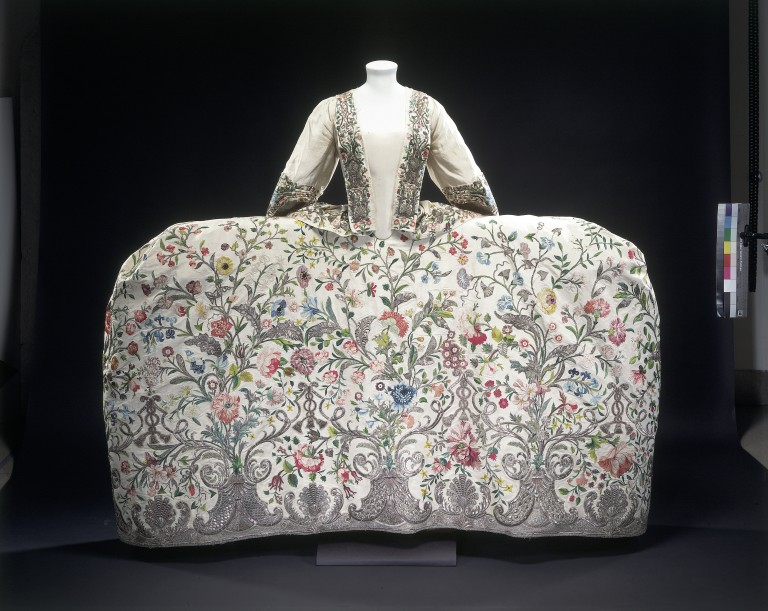 mantua 1740-45, Victoria and Albert museum de Londres