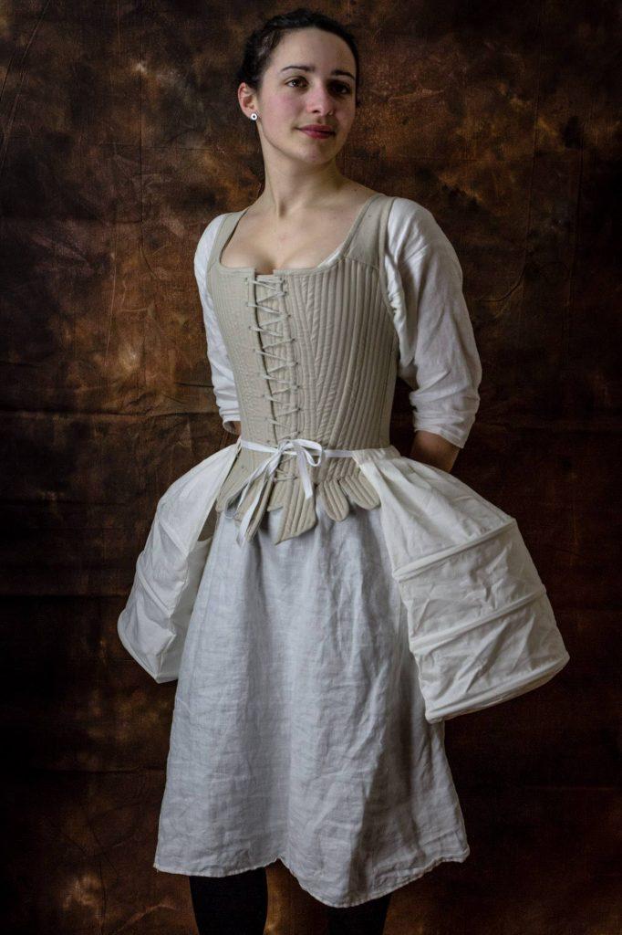 chemise, corset et poches, lin, ca. 1730